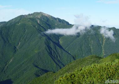 甲斐駒ヶ岳から見た仙丈ケ岳